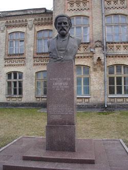Памятник Виктору Кирпичеву