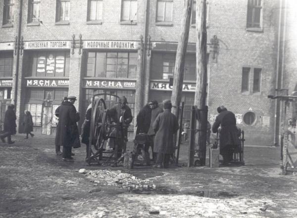 Точильщики за Бессарабским рынком. Фото 1930 г.