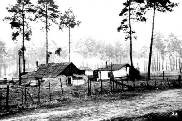 В таких землянках жило послевоенное население Дарницы, 1950 г.