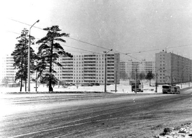 За спиной фотографа - станция метро Черниговская, декабрь 1970 года